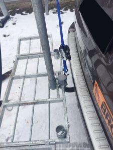Zur Stabilisierung wird zwischen Wildträgerfuß und Kopf ein Automatikgurt gespannt um die Zugkräfte bei voller Last aufzunehmen.